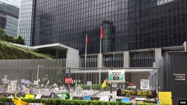 2019年6月23日的香港特区政府总部 (美国之音记者申华拍摄)