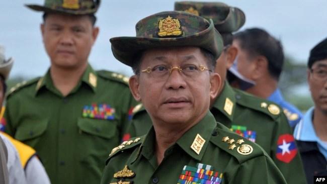 资料照片:缅甸国防军司令敏昂莱大将视察首都内比都的一座公路大桥。(2019年8月29日)