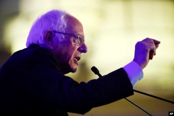 Bernie Sanders habla durante un acto de campaña el lunes, 24 de febrero de 2020, en Charleston, Carolina del Sur.