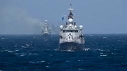 Турецький корабель НАТО проводить маневри в Чорному морі