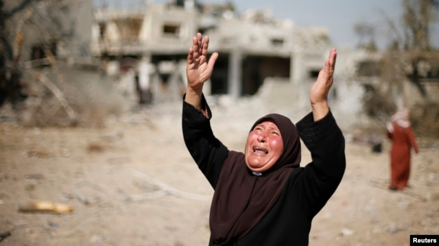 A Palestinian woman reacts upon seeing her destroyed house in Beit Hanoun town, which witnesses said was heavily hit by Israeli shelling and airstrikes during an Israeli offensive in the northern Gaza Strip, August 1, 2014.