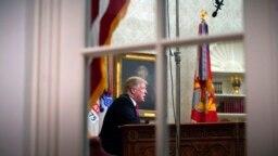 Дональд Трамп під час звернення з Овального кабінету 8 січня, 2019