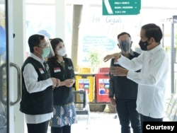 Presiden Jokowi melakukan sidak simulasi program vaksinasi covid-19 di Puskesmas Tanah Sereal, Bogor, Rabu (18/11) (biro Setpres)