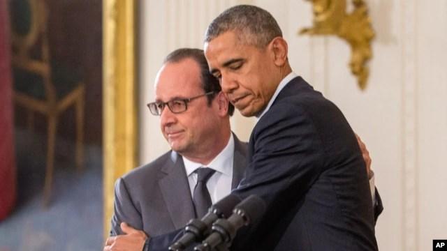 Tổng thống Barack Obama và Tổng thống Pháp Francois Hollande trong một cuộc họp báo chung tại Phòng Đông của Nhà Trắng ở Washington, ngày 24/11/2015.