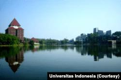 Sebuah danau yang terletak di depan Gedung Rektorat Universitas Indonesia, Depok, Jawa Barat. (Foto: Courtesy/Universitas Indonesia)