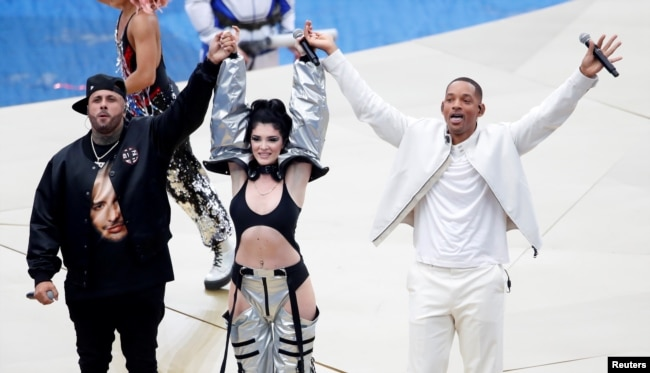 Nicky Jam, Era Istrefi y Will Smith durante la ceremonia de clausura de la Copa Mundial de Fútbol 2018 en Moscú. Julio 15 de 2018. Reuters.
