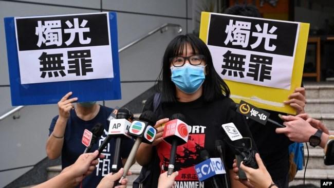 香港支联会副主席邹幸彤在交保释放后对媒体发表讲话(2021年6月5日)