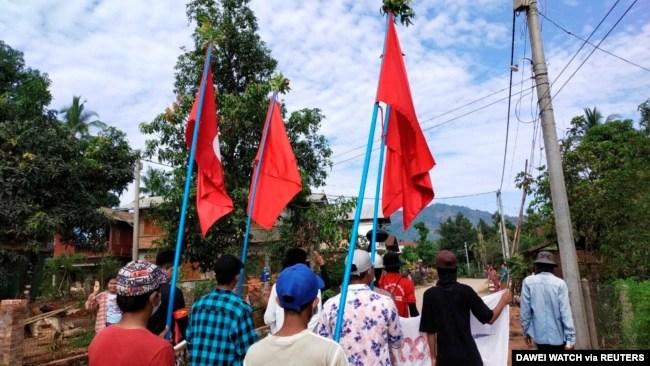 缅甸浪弄镇民众继续抗议军政府统治(2021年4月9日)