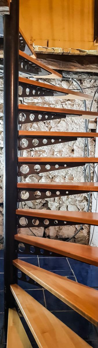 Escalier-Métal-acier-Vinay-faible encombrement