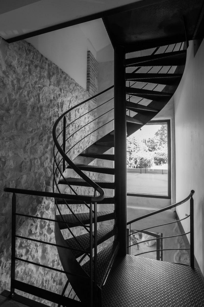 Escalier-colimaçon-hélicoïdale-Acier-métal-industriel-Isère