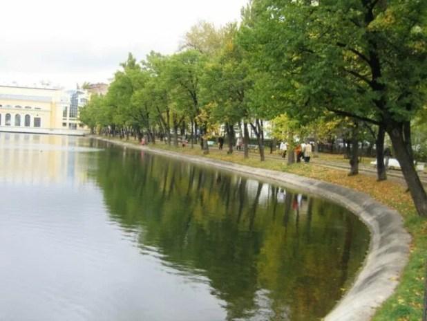 Парк «Чистые пруды» в исторической части Москвы