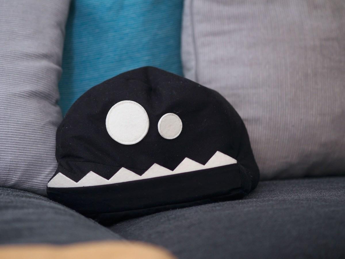 fl zbag black face tablet kissen gdgts. Black Bedroom Furniture Sets. Home Design Ideas