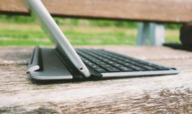 QODE-Thin-Type-Tastaturhülle-für-das-iPad-Air-14