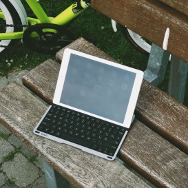 QODE-Thin-Type-Tastaturhülle-für-das-iPad-Air-30