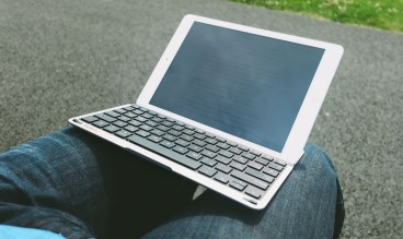 QODE-Thin-Type-Tastaturhülle-für-das-iPad-Air-7