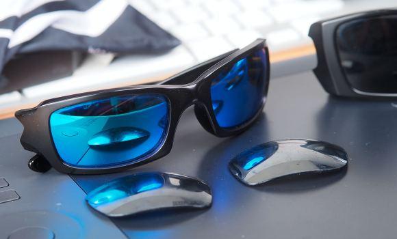 Die Five Squared mit den neuen Gläsern, die alten defekten liegen davor
