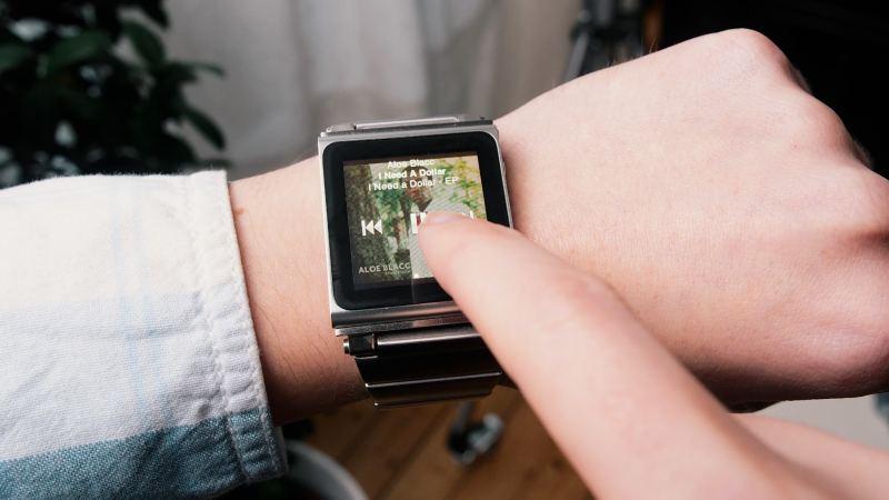 Retro SmartWatch: iPod Nano 8