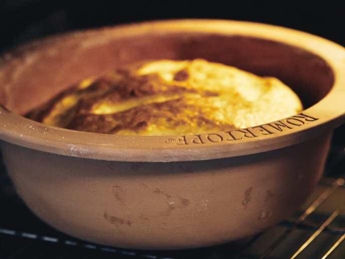 Langsam wird der Brot schön braun.
