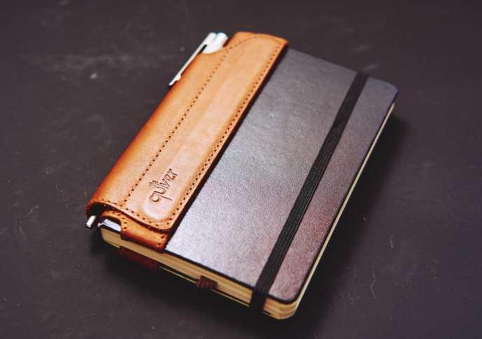 Quiver Stifthalter für Notizbücher P6060107