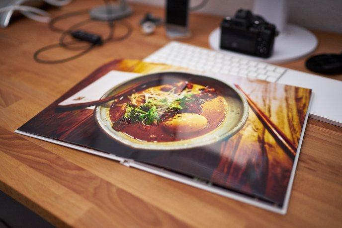 Saal Digital Fotobuch Ein Foto eine Doppelseite schaut super aus, da sich das Buch ziemlich flach öffnet.