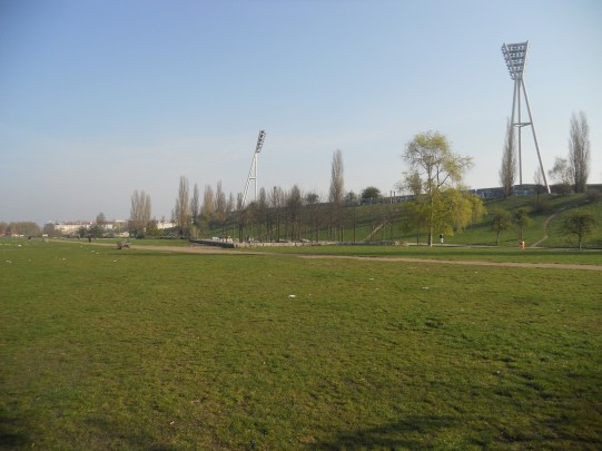 The former death strip between Prenzlauer Berg and West Berlin's Wedding directly behind Jahn Sportpark (photo: author).