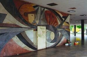 Mural featuring a cosmonaut motif found on a high rise on Leipzig's Wintergartenplatz (1999, author's photo)