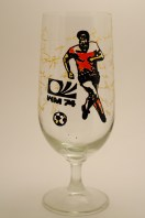 Rather unorthodox commemorative glass with signatures of GDR team and World Cup logo, but no mention of GDR or its Football Association (photo: R. Newson).