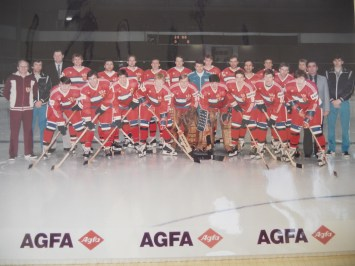 The GDR national team photographed at an undetermined World Championships in the 1980s. Frenzel is 4th from right in back row. (photo: D. Frenzel)