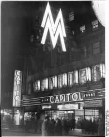 Illuminated signage for Leipzig's Capitol Cinema and the Leipzig Trade Fair, March 1957 (photo: Bundesarchiv 183 45000 0713).