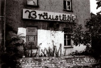 Abandoned bar-disco in Leipzig. Please note: the Bräustübl is closed Fridays; Georg-Schumann-Strasse, 1996 (photo: author).