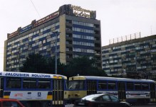 """""""Welcome to Leipzig"""": multilingual neon sign atop Brühl highrises (1966) circa 1999 (photo: author)"""