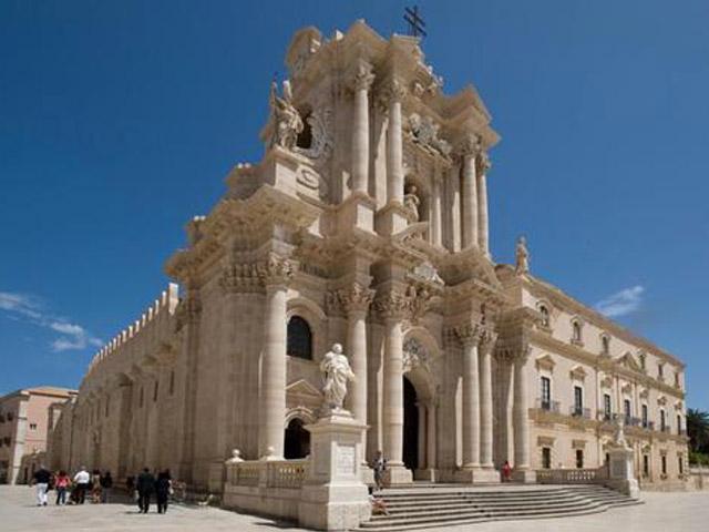 Cattedrale di Siracusa, arriva il ticket di 2 euro per i turisti - Giornale  di Sicilia