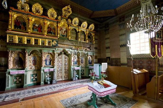 Ikonostas w cerkwi w Nowicy