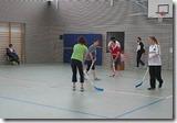 Nach dem Spiel der beiden Mannschaften versuchten sich auch die Mädchen mit viel Spaß an der neuen Sportart.