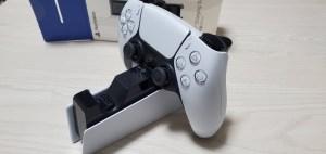 PS5 DualSense充電スタンドがスタイリッシュで便利すぎた【感想・レビュー】