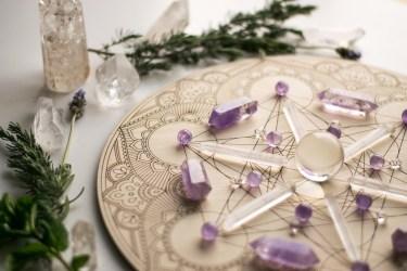 Griglia cristalli di quarzo e ametista