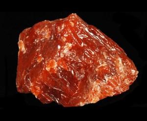 Minerale rosso grezzo