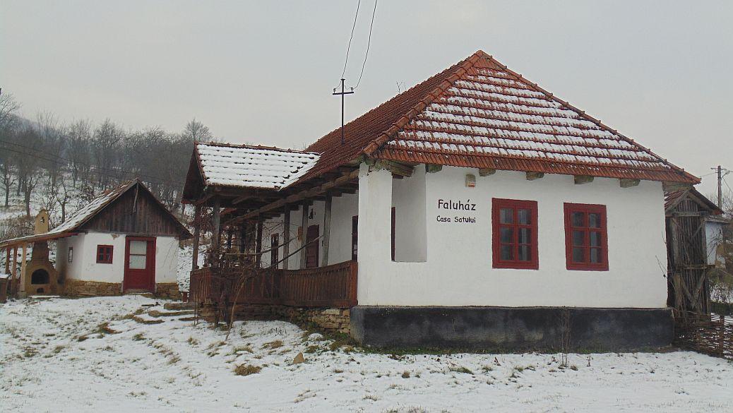 Casa satului (Faluház) - satul Lacu