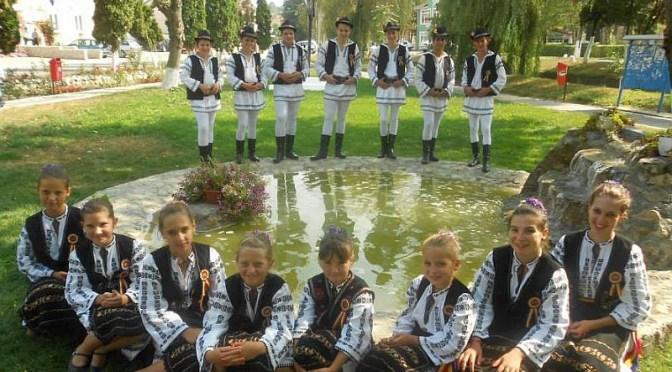 """Ansamblul Folcloric """"Cetiniţa""""- Comuna GEACA"""