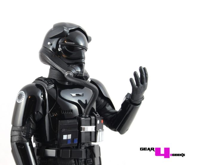 star-wars-force-awakens-first-order-tie-pilot-hot-toys-8