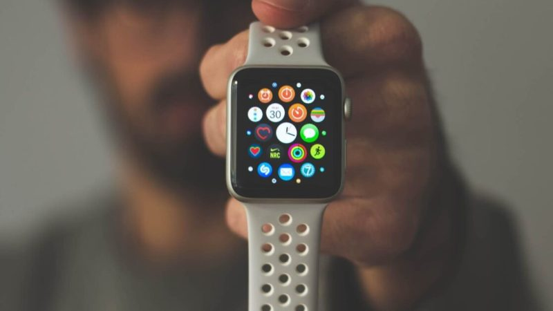 8 factors to consider before you buy a smart wearable device