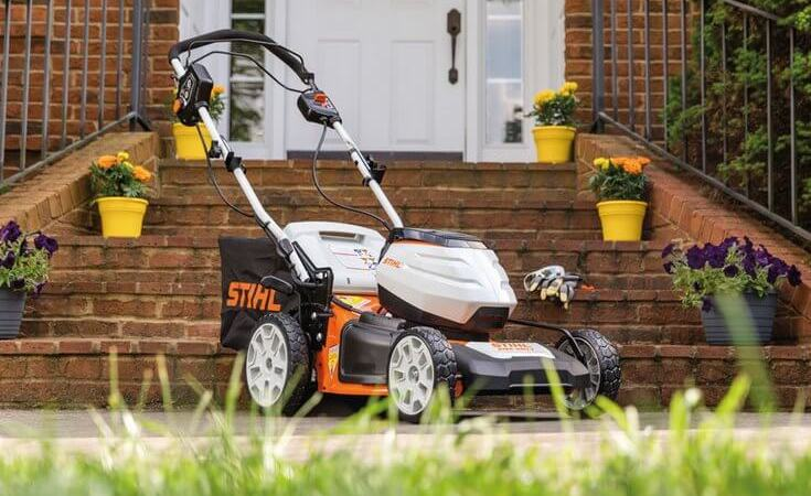 What the STIHL RMA 460 V battery-powered mower does right
