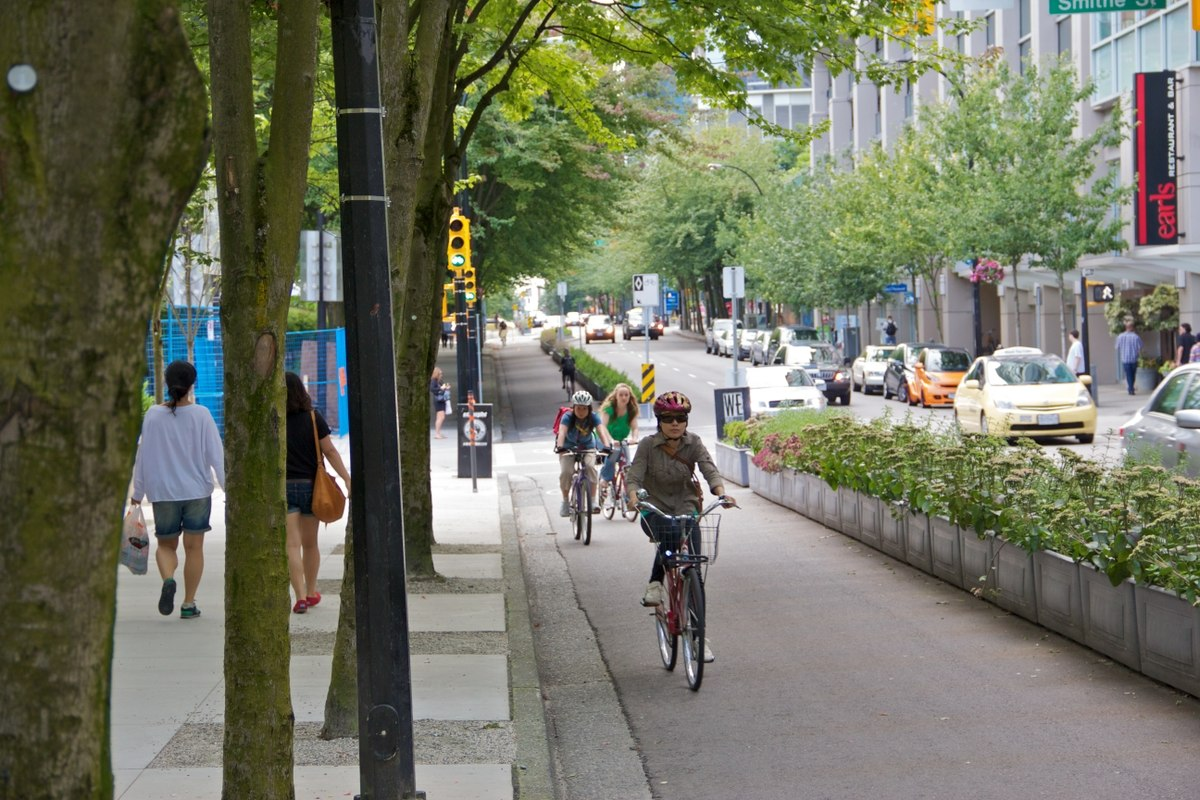 Study Shows that Protected Bike Lanes are a Must 2