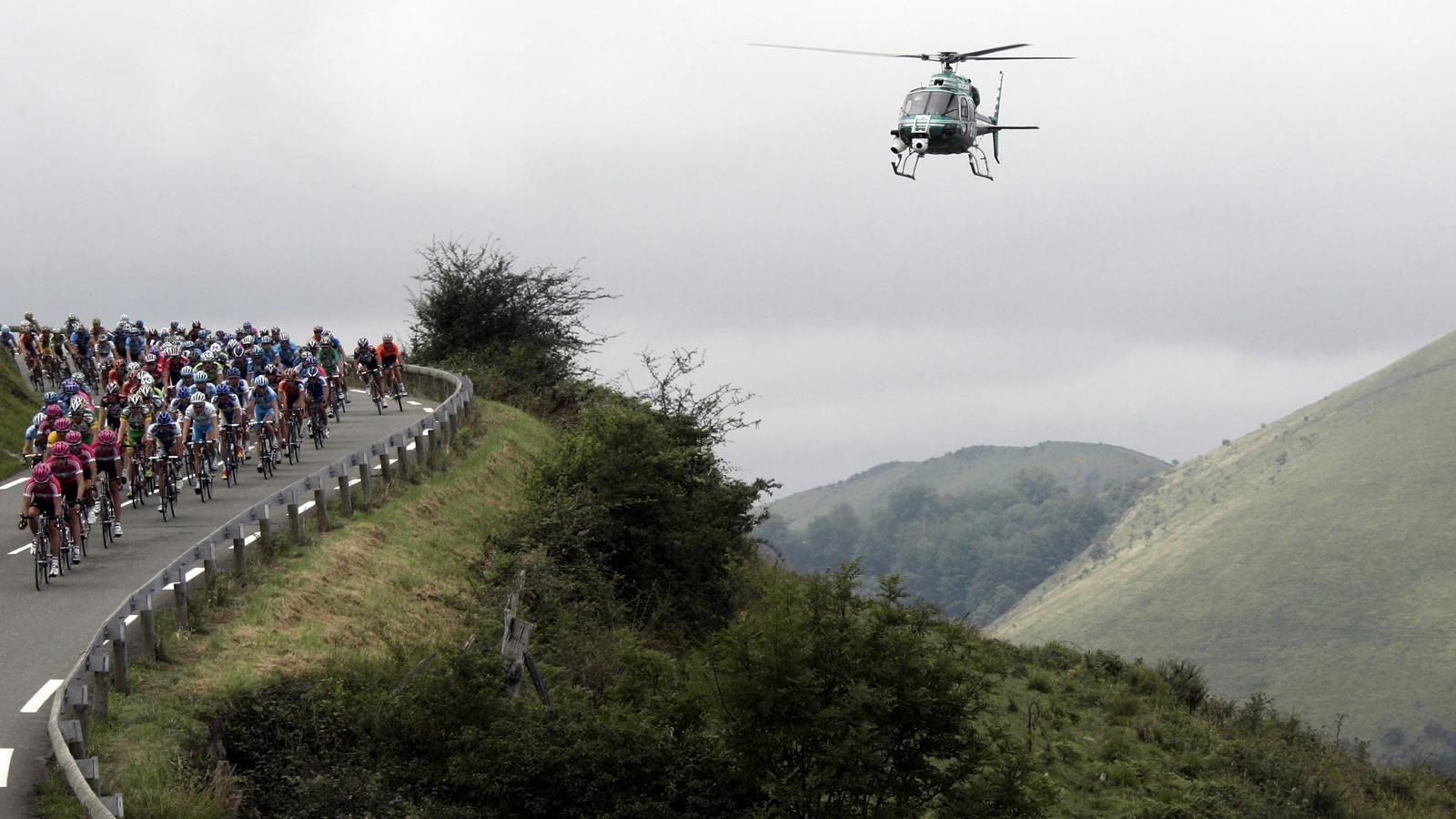 Helicopter Blows Peloton Off the Road 2