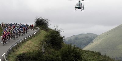 Helicopter Blows Peloton Off the Road