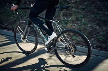 2020-Canyon-Endurace-ON-AL-e-road-e-bike_aluminum-alloy-Fazua-Evation-Black-Pepper-pedal-assist-ebik