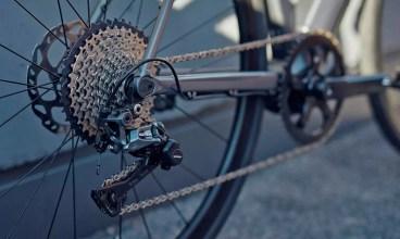 2020-Canyon-Endurace-ON-AL-e-road-e-bike_aluminum-alloy-Fazua-Evation-Black-Pepper-pedal-assist-ebik_1 (1)