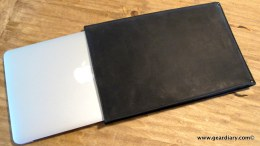 AUTUM Straight Jacket Review: An Insanely Simple Leather MacBook Air Sleeve