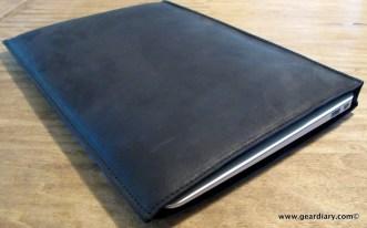 GearDiary MacBook Air Gear: AUTUM Straight Jacket, an Insanely Simple Leather Laptop Sleeve