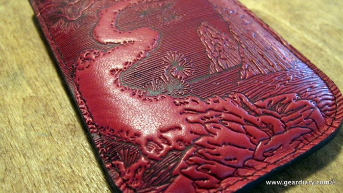 geardiary-oberon-design-iphone-sleeve-3
